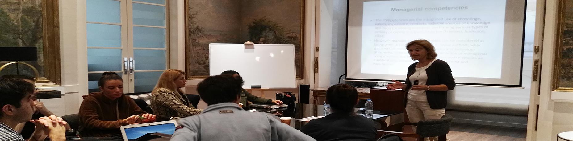 Xerrada de la Dra. Agnieska Knap-Stefaniuk, dins del programa Erasmus per al professorat universitari | Escola Universitària Formatic Barcelona