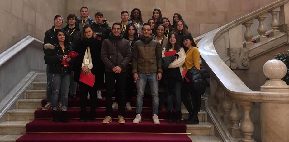 Visita al Parlament de Catalunya de los estudiantes de CFGS | Escuela Universitaria Formatic Barcelona